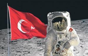 uzay bayrak 300x190 Uzayda Bayrak Dalgalanır Mı?