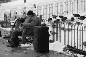 üşüyen adam 300x200 Kış Aylarında Dışarı Çıktığımızda Neden Burnumuz Kızarır?