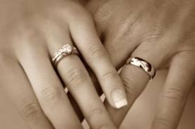 parmak alyans Alyans Neden Herkezde Aynı Parmağa Takılır?