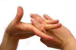 parmak2 300x198 Parmaklarımızı niçin çıtlatırız?