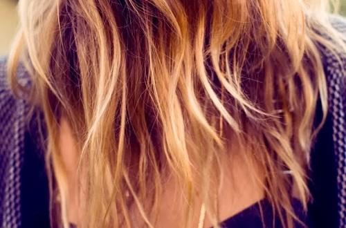 Uzun Yaz Tatilinden Sonra Saçımızın Rengi Neden Açılır?